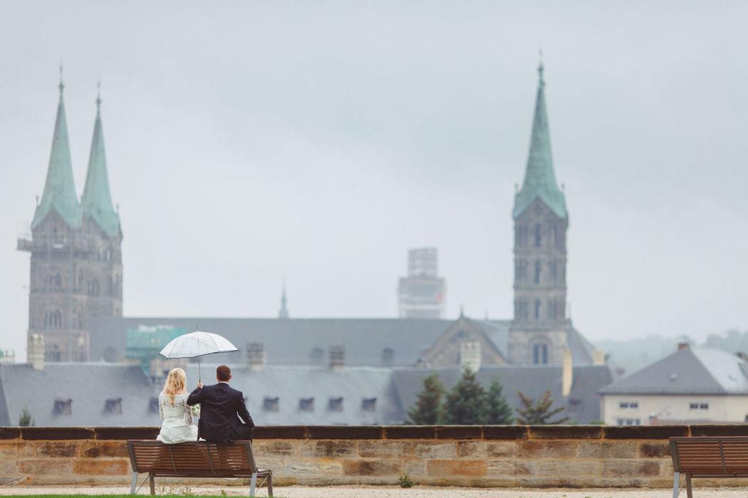 Beispiel: Brautpaar beim Regen, Foto: Anna Eiswert.