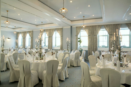 Beispiel: Fliederhof - Hochzeitsbankett, Foto: Schlosshotel Pillnitz.
