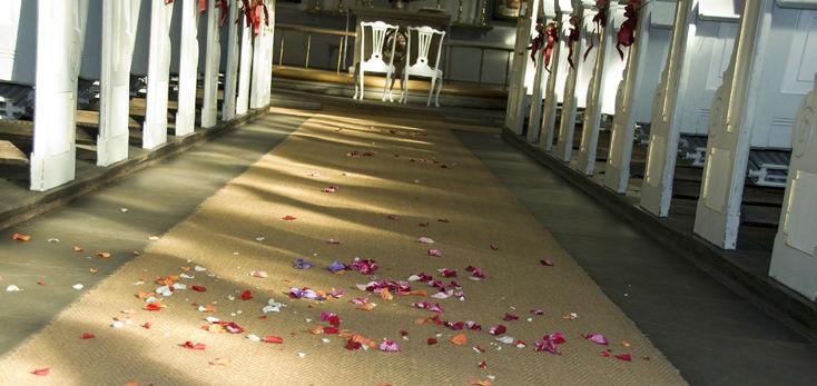 Beispiel: Florale Dekoration der Kirche, Foto: Blumenbinder Trittmacher.