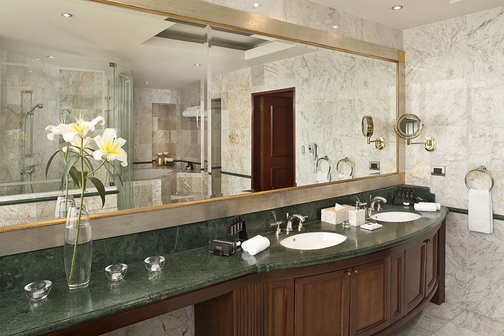 Baño The Level Grand Suite.