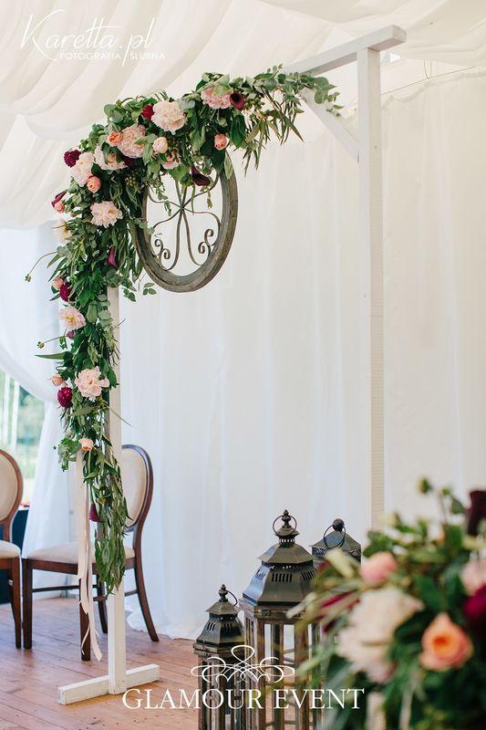 Ślub plenerowy w stylu barokowym z motywem LOVE fot. Zuzanna Karetta