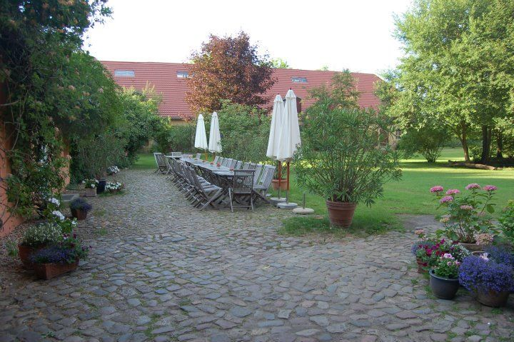 Beispiel: Tische im Garten, Foto: Gut Wendgräben.
