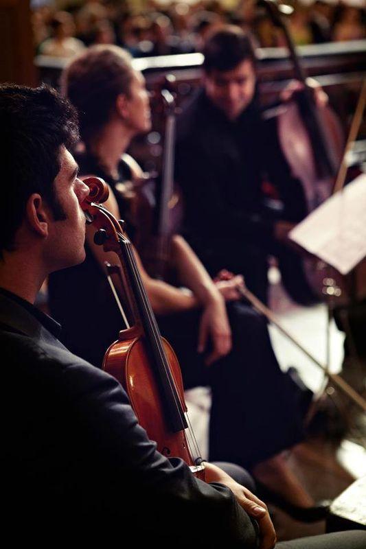 Violino, Viola e Violoncelo, numa cerimónia