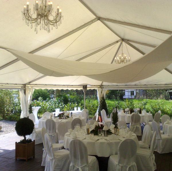 Beispiel: Pavillon - Hochzeitsbankett, Foto: Hotel Restaurant Seeterrassen Wandlitzsee.