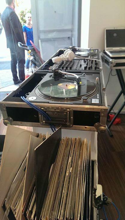 Beispiel: Ton- und Lichttechnik, Foto: DJ Frank Morris.