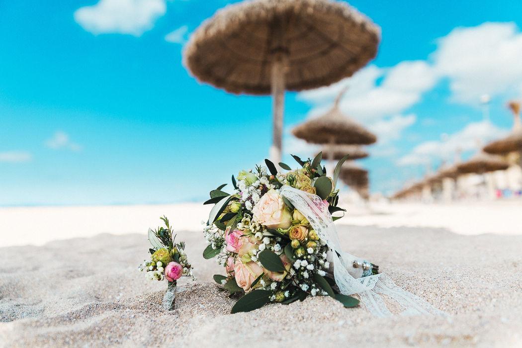 Herzlich willkommen im Hochzeitsjahr 2016...und der erste Brautstrauß hatte gleich ein tolles Shooting auf Mallorca.  Vielen Dank an Tobias Etzer Fotografie.  https://m.facebook.com/etzer.de/