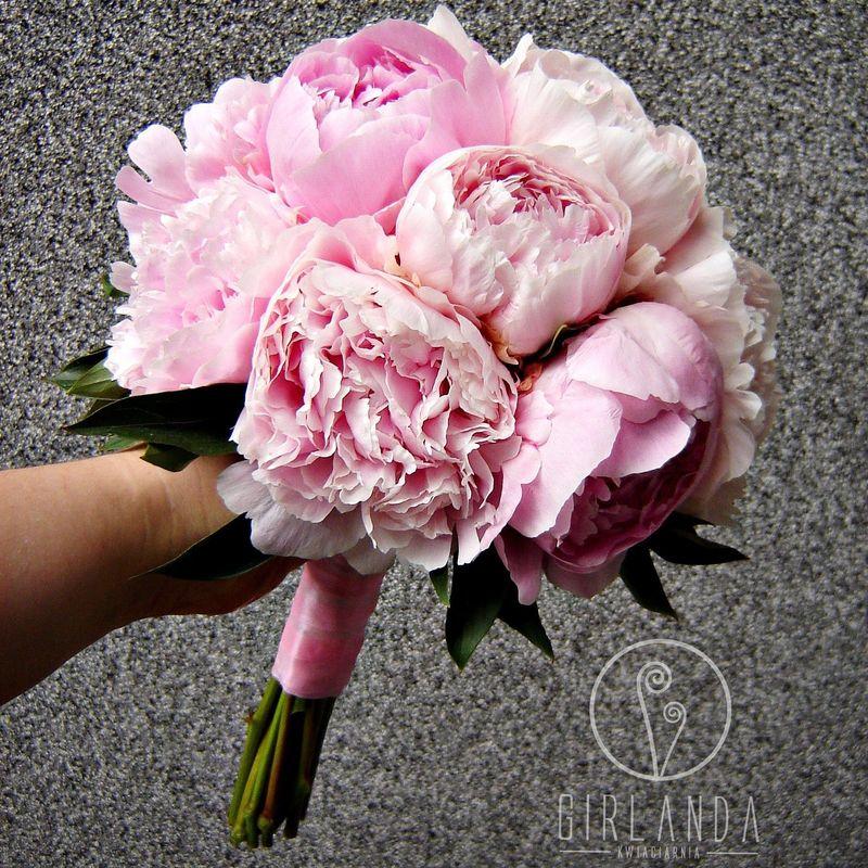 Bukiet ślubny z peoni w kolorze rose quartz.