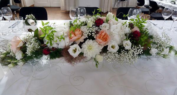 Beispiel: Tischgesteck für die Hochzeit, Foto: Dornröschen - Blumen Schmidt.