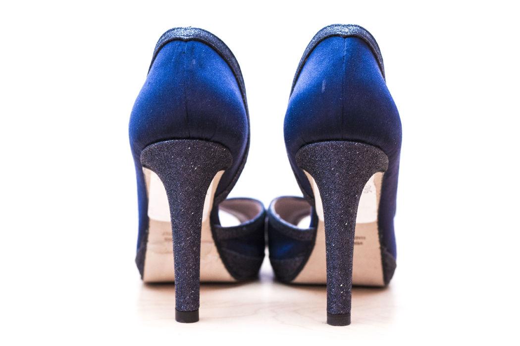 Dettaglio, tacco in glitter blu