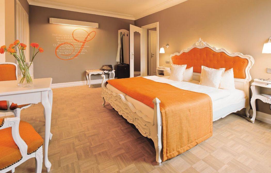 Beispiel: Hotelzimmer, Foto: Schlosshotel Steinburg.