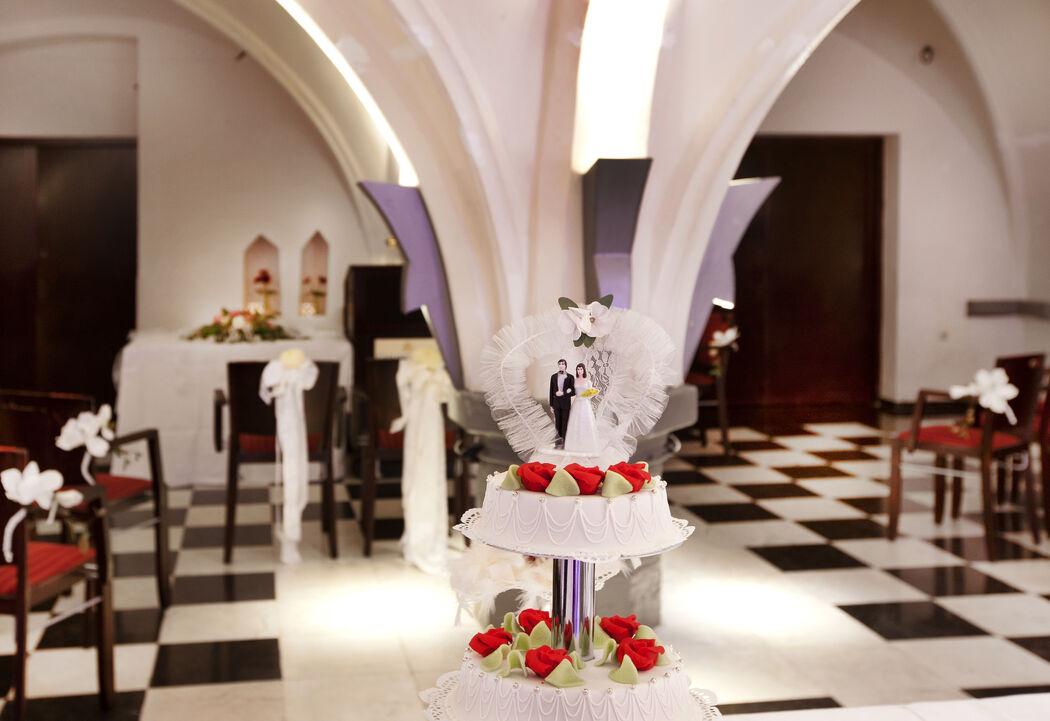 Naast de bruidstaart en de jurk is het feest één van de meest favoriete onderdelen van uw bruiloft. Onze prachtige 14e eeuwse gewelvenkelder De Hoofdwacht met een eigen bar is een echte aanrader voor een spetterend feest en sfeervolle receptie.