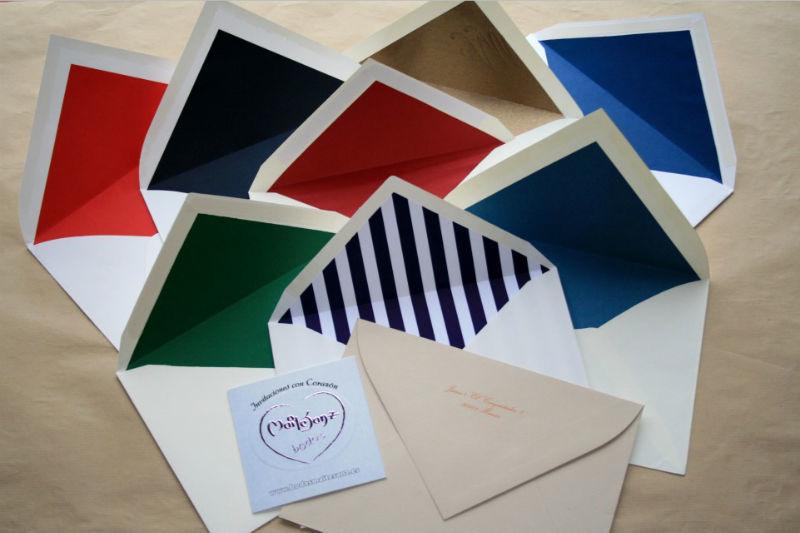 Sobres forrados de todos los colores, distintos materiales y con estampado personalizado.