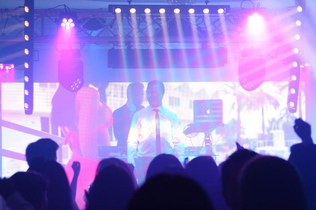 Nuestra Fiesta ORO con Pantalla LED 3x2