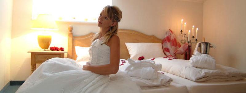 Beispiel: Braut im Hotelzimmer, Foto: Mondi-Holiday Hotel Oberstaufen.