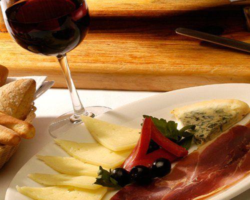 Carnes frías y ricas botanas para el banquete de tu boda - Foto Cassatt