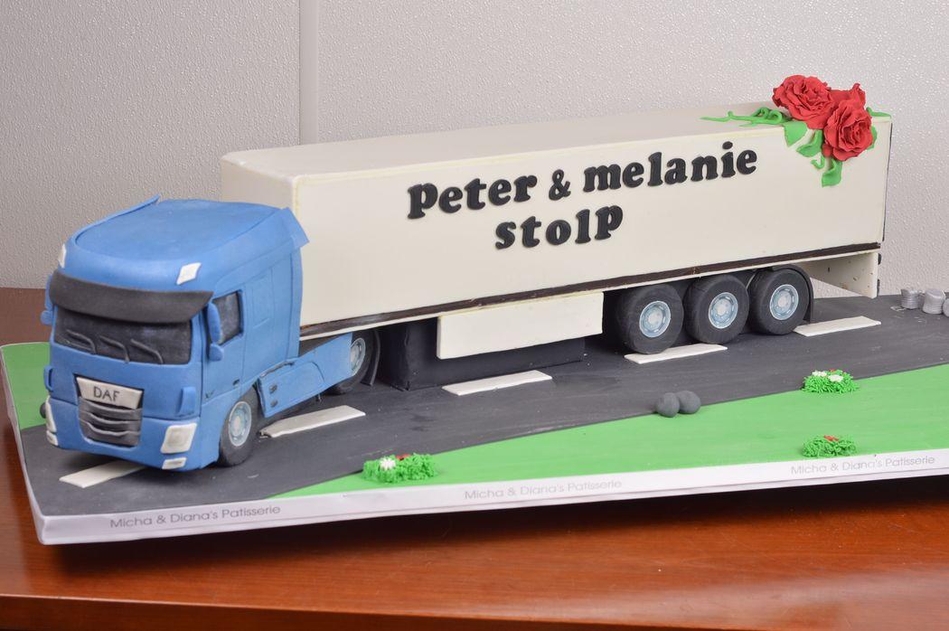 3D bruidstaart in de vorm van een vrachtwagen. Een taart voor echte vrachtwagen liefhebbers.