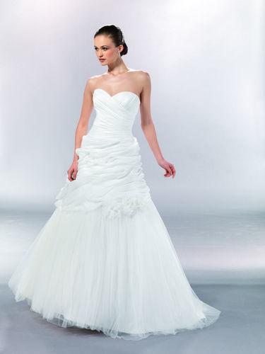 Beispiel: Wunderschöne Brautkleider, Foto: Marry Me.