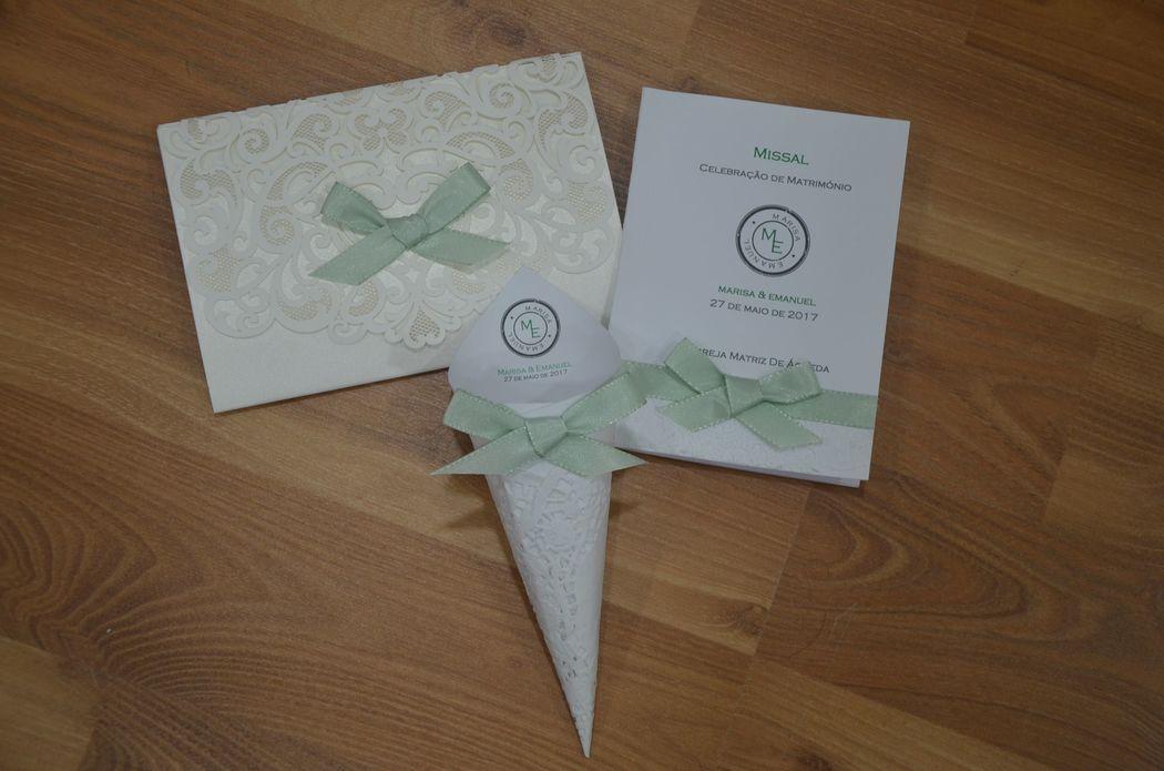 conjunto de convite, cone e missal