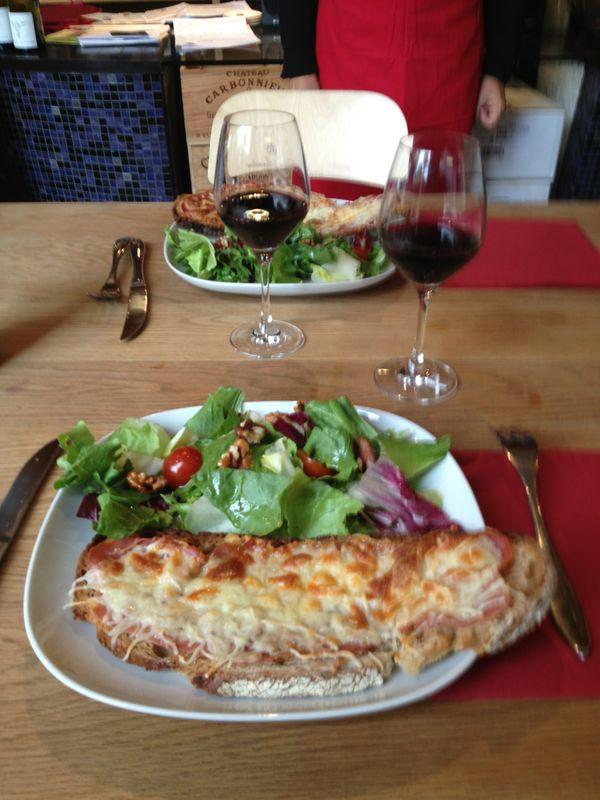 La tartine et son verre de vin