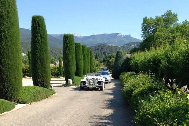 L'arrivée sur le domaine de la Villa Quélude