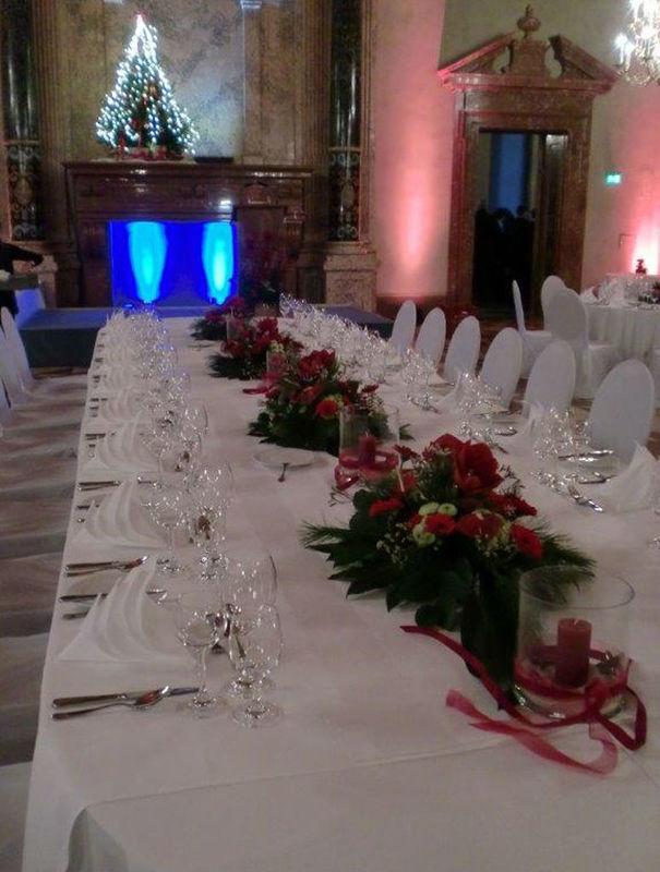 Beispiel: Blumen für Ihren Hochzeitstisch, Foto: Blumenkunst im Prinz-Karl Palais.