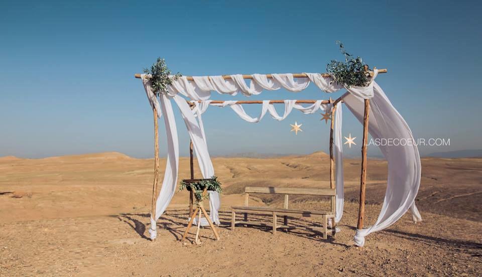 Mariage désert d'Agafay, Maroc par L'As de Coeur Photo + Cinéma Lieu : Scarabéo Camp Cérémonie laïque