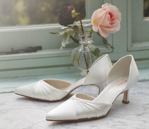 Beispiel: Romantische Brautschuhe, Foto: Eliyzi Couture Accessoires.