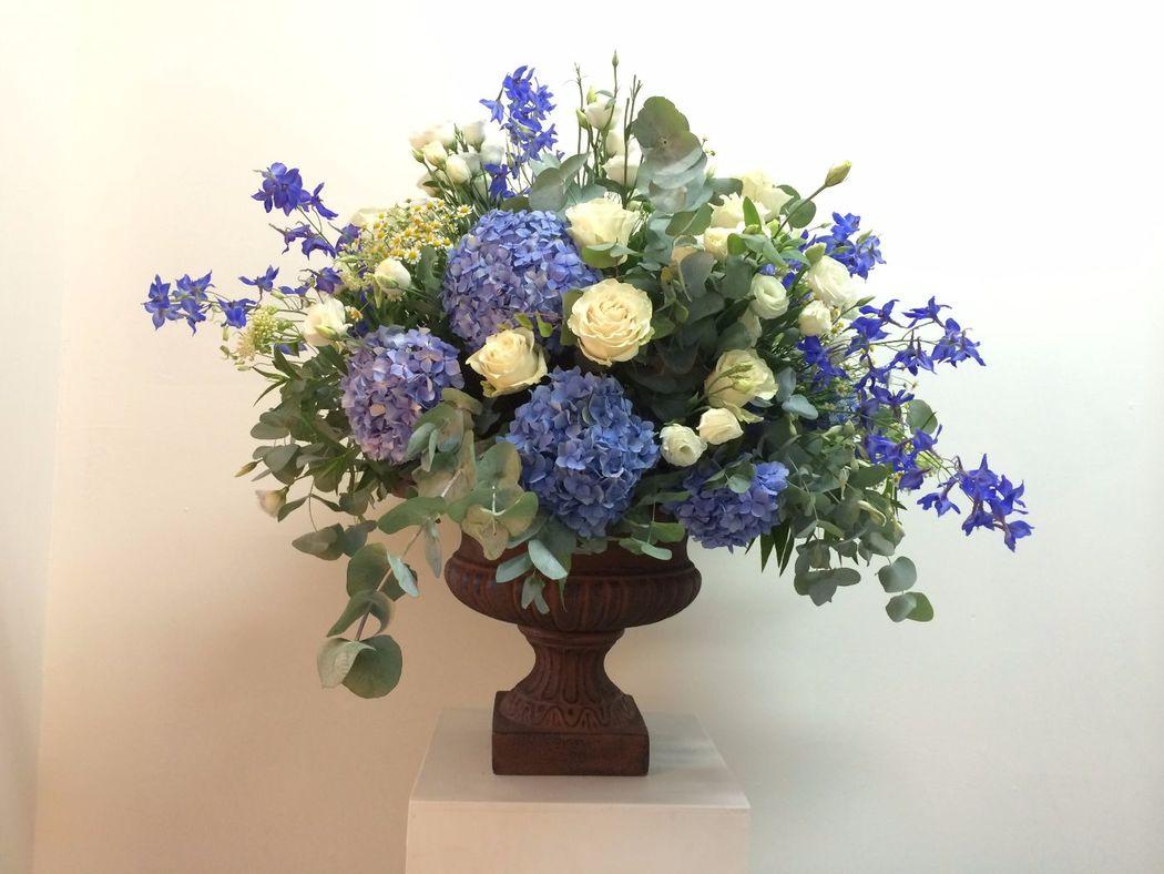 Fiordifragola - composizione buffet  ortensie blu