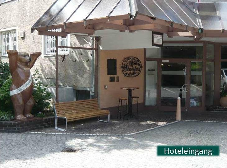 Beispiel: Hoteleingang, Foto: Hotel Rheinsberg am See.