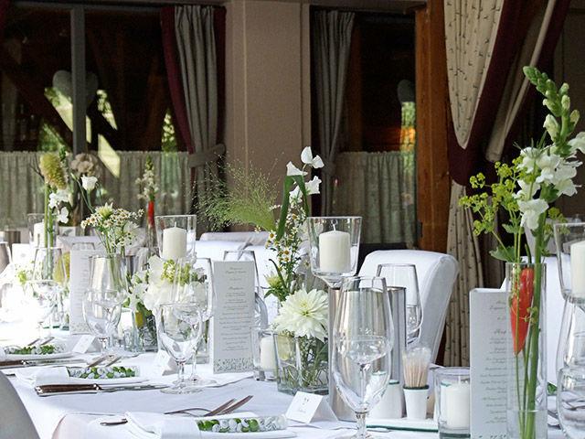 Beispiel: Blumendekoration beim Bankett, Foto: Evelyn Kühr.