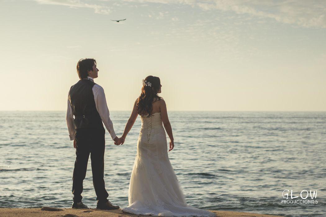 Sesión Post Boda Luego de casados, podemos realizar una sesión post boda o un trash the dress, sesiones que ya son tendencia entre los recién casados.