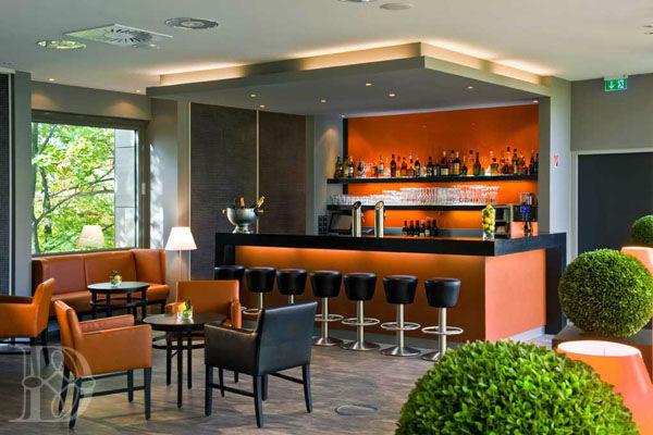 Beispiel: Bar, Foto: Romantik Hotel Dorotheenhof.