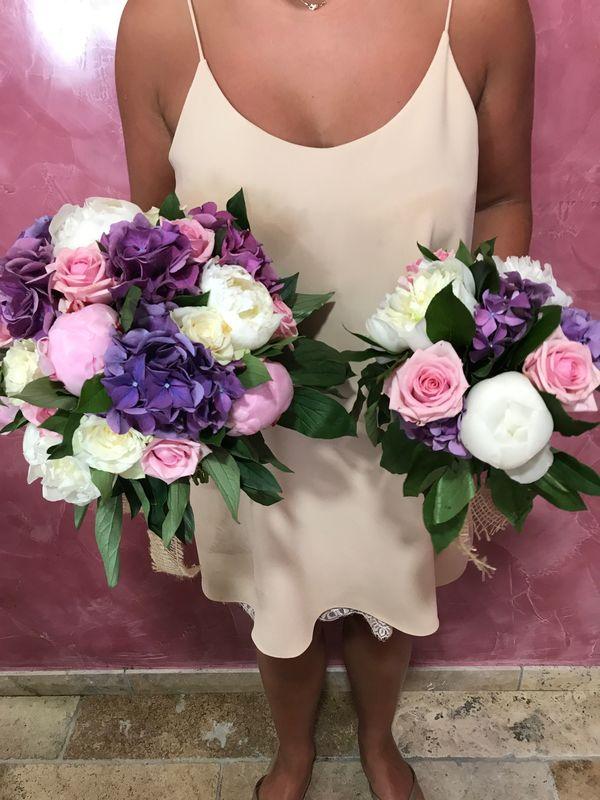Bouquet de mariée et demoiselle