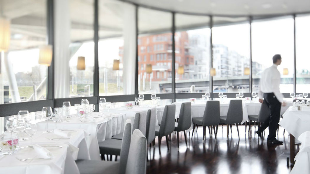 Beispiel: Tischanordnung, Foto: Frankfurter Botschaft.