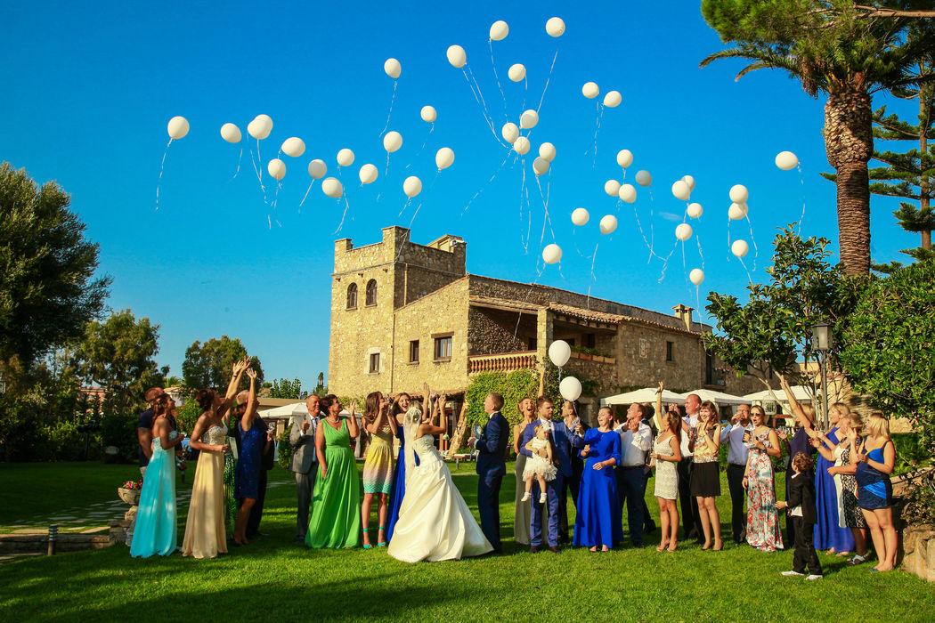 Свадьба в средневековом замке Mas Falet 1682 в Испании. Денис и Ольга. Фотограф Карина Газарян.