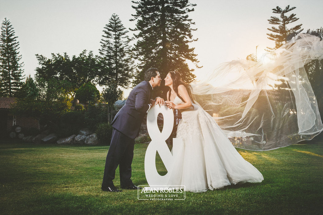Alan Robles Wedding & Love Photographer