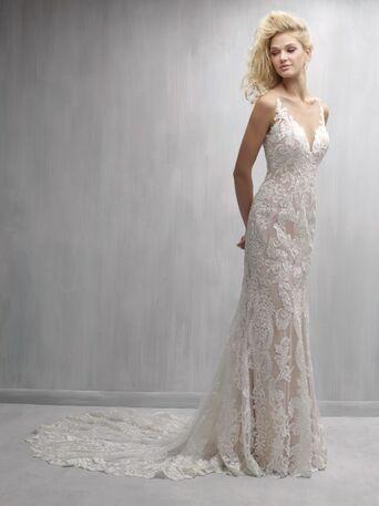 Сексуальное платье-русалка с открытой спиной и длинным шлейфом.