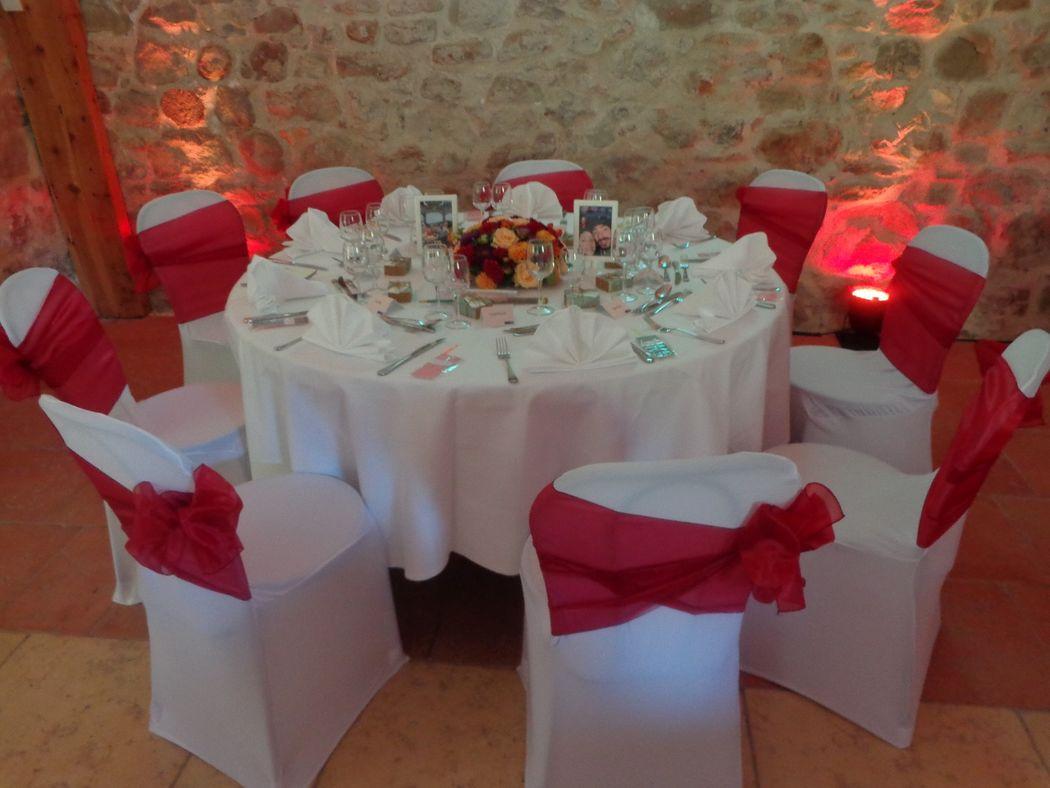 @ Agence Catherine Petitcuenot & Co -  Table Prune et Orange