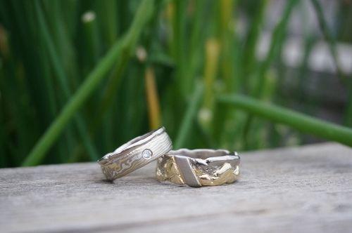 Beispiel: Wunderschöne persönliche Eheringe, Foto: Der Goldschmied.