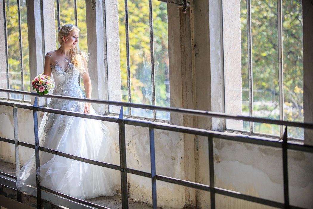 Beispiel: Portrait der Braut, Foto: Hochzeitsfotos - Augsburg Stadt & Land.