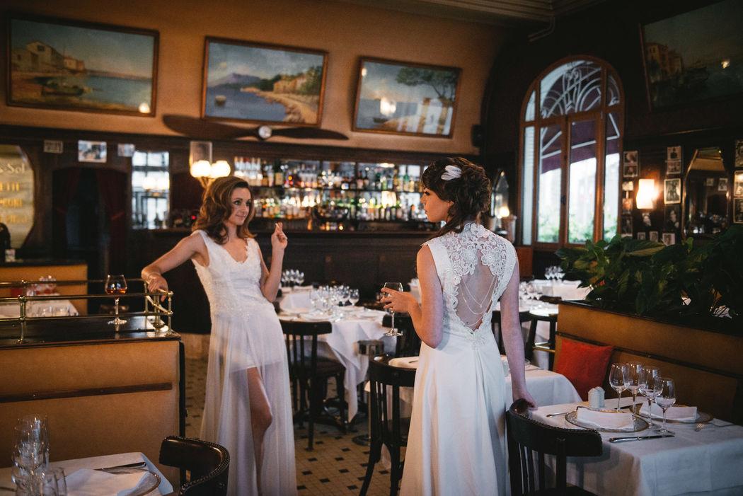 Flavia : robe dos nu crêpe et guipure. Effet bijoux devant et dos. Crédit photo : Zéphir et Luna