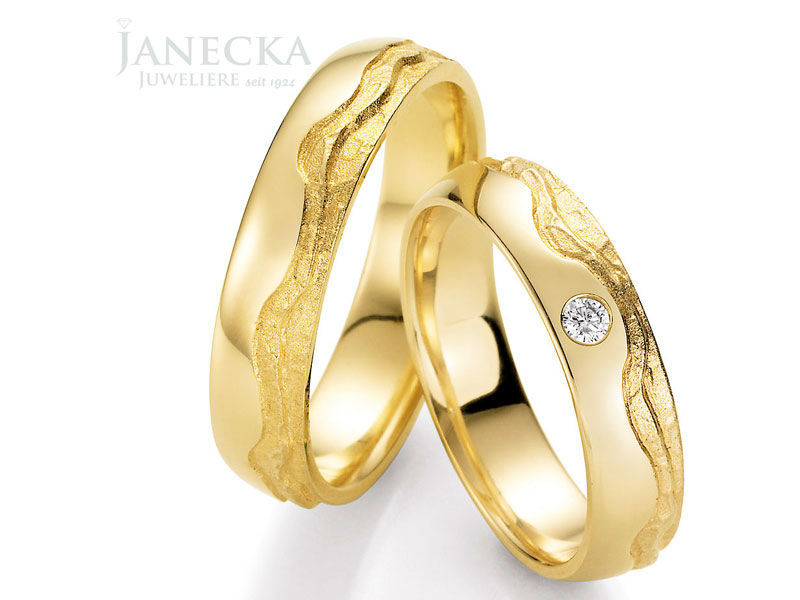 Beispiel: Ringe fürs Leben in Gelbgold, Foto: Juweliere Janecka.