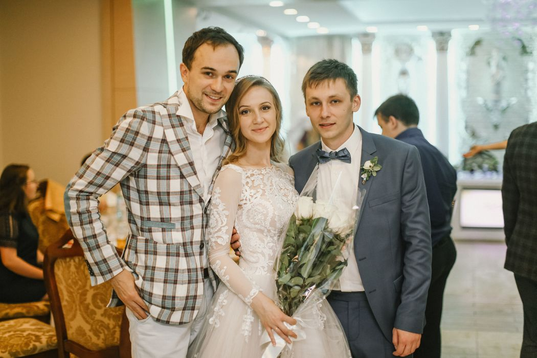 Ведущий Ярослав Рассказов