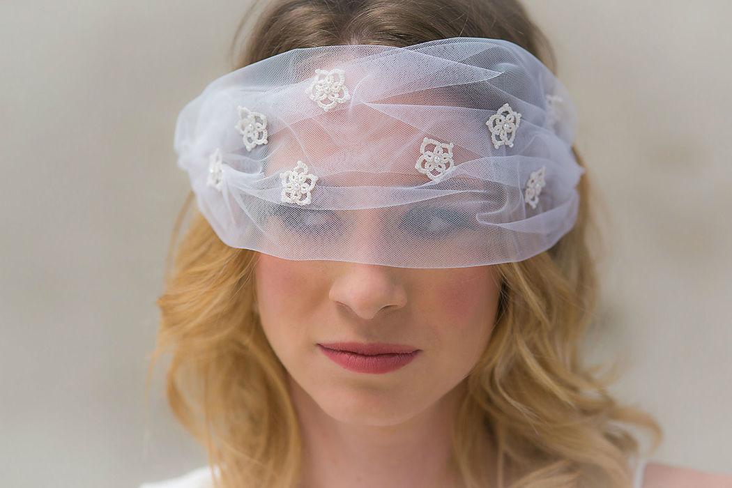 Brautschleier mit Frivolitéblüten Blusher veil with tatted flowers