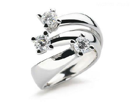 Ieri, oggi e domani, trilogy in oro bianco con diamanti.