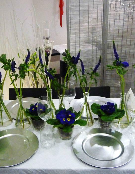 Beispiel: Blumenschmuck für das Hochzeitsgedeck Foto: Blumenhaus Frei.