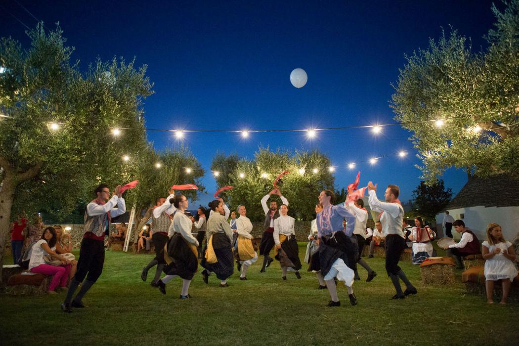 Wedding party con balli folkloristici pugliesi