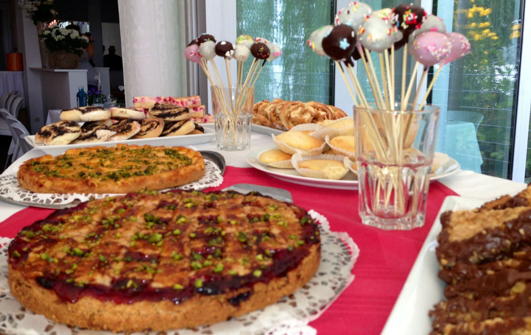 Beispiel: Hochzeitliches Kuchenbuffet, Foto: Strandhaus Nürnberg.