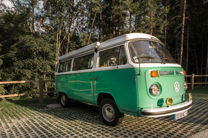 VW Combi T2 Westfalia de 1973 5 ceintures, 2 couchages adultes, 2 couchages enfants, Evier, Auvent, Eau, Frigo, Gaz Peut également servir de Food truck pour votre vin d'honneur AVEC et SANS chauffeur