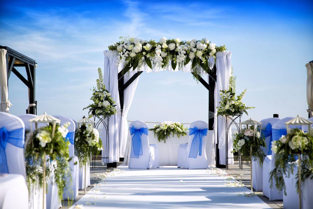 Altar con detalles azul La Cabane